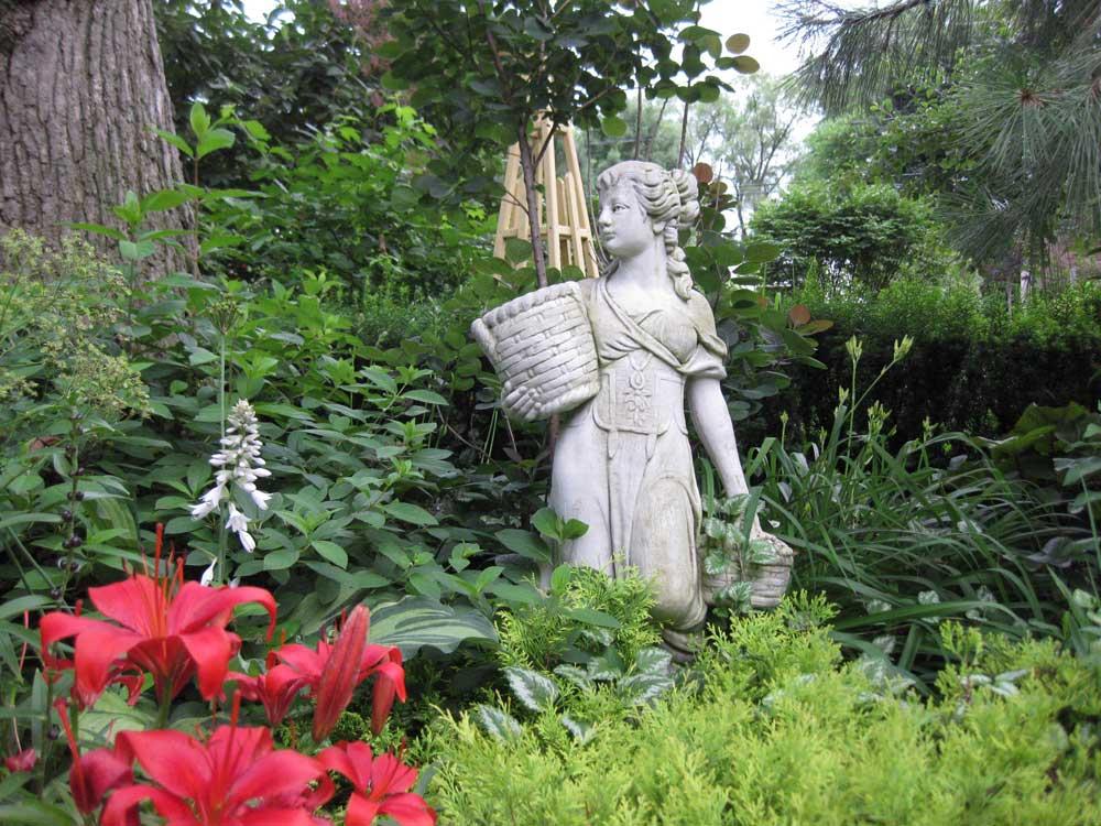 Graziano Gardens Statuary